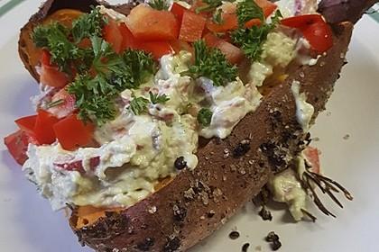 Gebackene Süßkartoffeln mit Avocado-Paprika-Creme 62