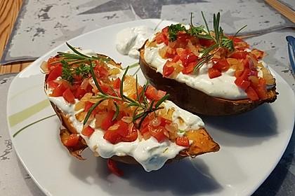 Gebackene Süßkartoffeln mit Avocado-Paprika-Creme 4