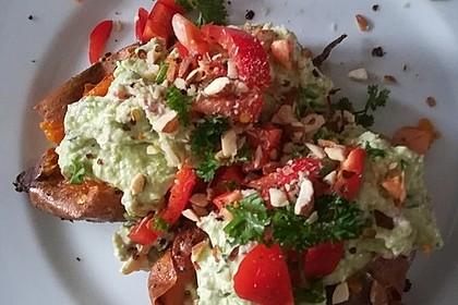 Gebackene Süßkartoffeln mit Avocado-Paprika-Creme 70