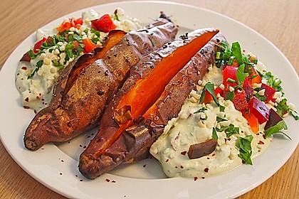Gebackene Süßkartoffeln mit Avocado-Paprika-Creme 1