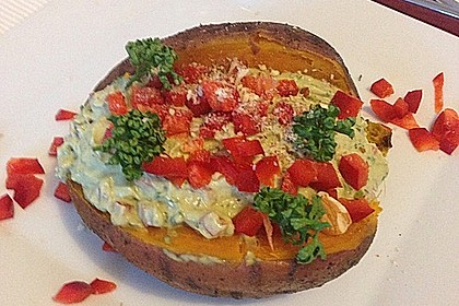 Gebackene Süßkartoffeln mit Avocado-Paprika-Creme 23
