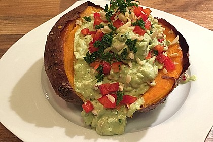 Gebackene Süßkartoffeln mit Avocado-Paprika-Creme 2