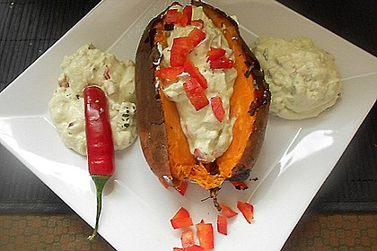 Gebackene Süßkartoffeln mit Avocado-Paprika-Creme 27