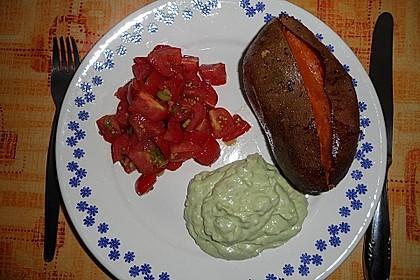 Gebackene Süßkartoffeln mit Avocado-Paprika-Creme 99