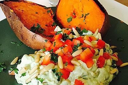 Gebackene Süßkartoffeln mit Avocado-Paprika-Creme 12