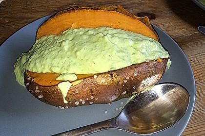 Gebackene Süßkartoffeln mit Avocado-Paprika-Creme 98