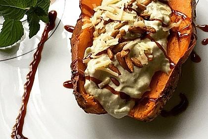 Gebackene Süßkartoffeln mit Avocado-Paprika-Creme 10