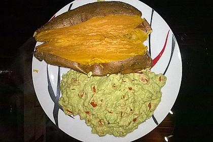 Gebackene Süßkartoffeln mit Avocado-Paprika-Creme 107