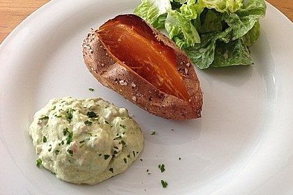 Gebackene Süßkartoffeln mit Avocado-Paprika-Creme 44