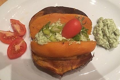 Gebackene Süßkartoffeln mit Avocado-Paprika-Creme 55