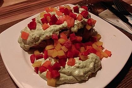 Gebackene Süßkartoffeln mit Avocado-Paprika-Creme 77