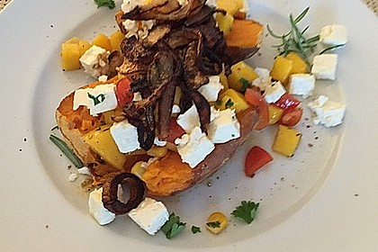 Gebackene Süßkartoffeln mit Avocado-Paprika-Creme 78