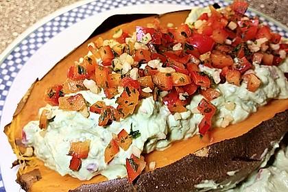 Gebackene Süßkartoffeln mit Avocado-Paprika-Creme 35