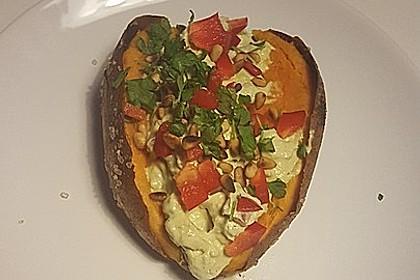 Gebackene Süßkartoffeln mit Avocado-Paprika-Creme 54