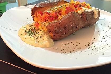 Gebackene Süßkartoffeln mit Avocado-Paprika-Creme 25