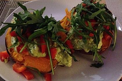 Gebackene Süßkartoffeln mit Avocado-Paprika-Creme 53
