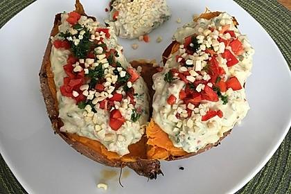 Gebackene Süßkartoffeln mit Avocado-Paprika-Creme 37