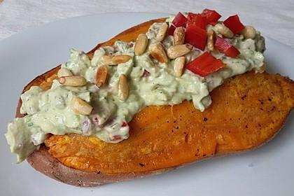 Gebackene Süßkartoffeln mit Avocado-Paprika-Creme 50