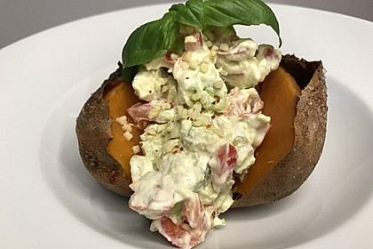 Gebackene Süßkartoffeln mit Avocado-Paprika-Creme 49