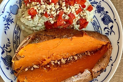 Gebackene Süßkartoffeln mit Avocado-Paprika-Creme 101