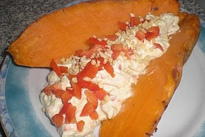 Gebackene Süßkartoffeln mit Avocado-Paprika-Creme 102