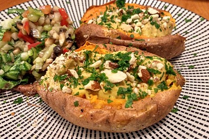 Gebackene Süßkartoffeln mit Avocado-Paprika-Creme 31