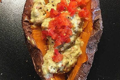 Gebackene Süßkartoffeln mit Avocado-Paprika-Creme 45