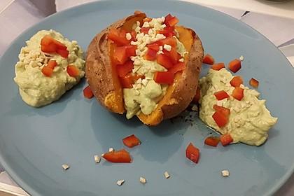 Gebackene Süßkartoffeln mit Avocado-Paprika-Creme 58