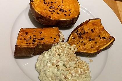 Gebackene Süßkartoffeln mit Avocado-Paprika-Creme 80