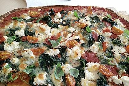 Low Carb Pizza aus einem Ei-Quark-Teig 1