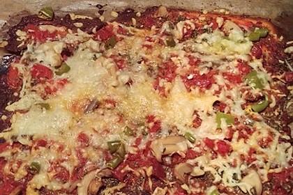 Low Carb Pizza aus einem Ei-Quark-Teig 9