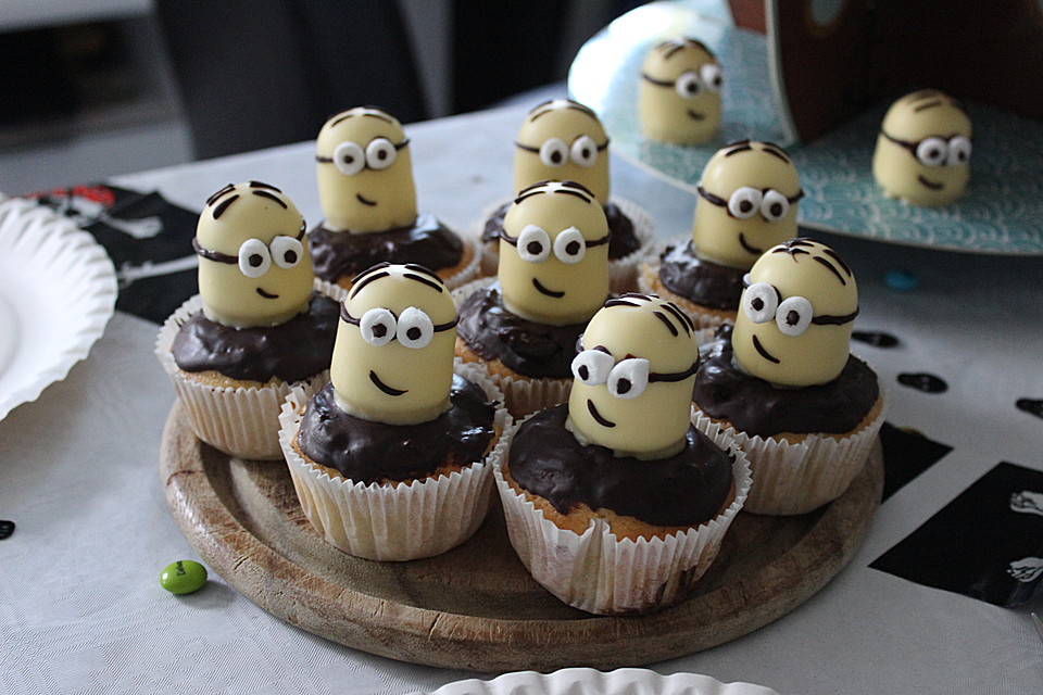 minions cupcakes rezept mit bild von pastelera 09. Black Bedroom Furniture Sets. Home Design Ideas