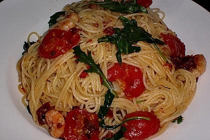 Spaghetti mit Gambas, getrockneten Tomaten und Rucola