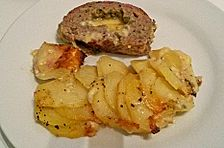 Gefüllter Käse-Hackbraten mit Kartoffelgratin