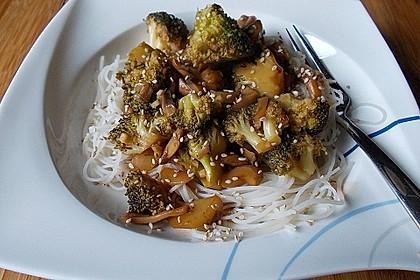Stir fry mit Brokkoli und Pilzen