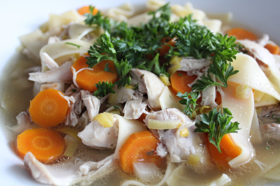 Hühnersuppe aus dem Slow Cooker von LenaBrinke | Chefkoch.de