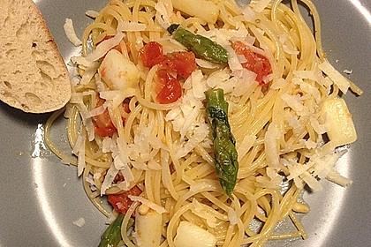 Spaghetti mit gebratenem Spargel und Basilikum