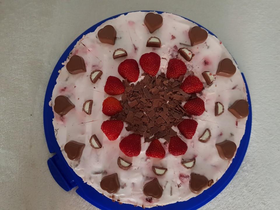 Erdbeer Yogurette Torte Mit Nussboden 14