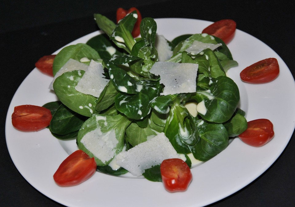 feldsalat mit tomaten in feinem joghurt senf dressing von patty89. Black Bedroom Furniture Sets. Home Design Ideas