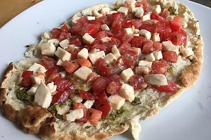 Tomate-Mozzarella-Fladenbrot
