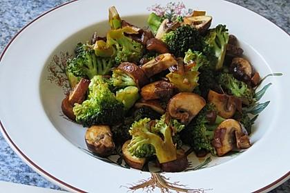 Champignons-Brokkoli-Thai-Currynudeln