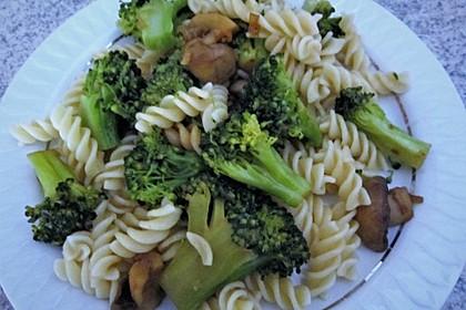 Champignons-Brokkoli-Thai-Currynudeln 4