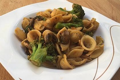 Champignons-Brokkoli-Thai-Currynudeln 2