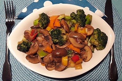 Champignons-Brokkoli-Thai-Currynudeln 1
