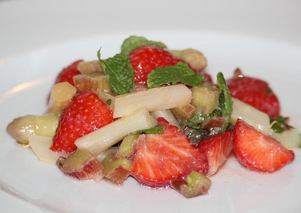 spargelsalat mit spinat erdbeeren und rhabarber von. Black Bedroom Furniture Sets. Home Design Ideas