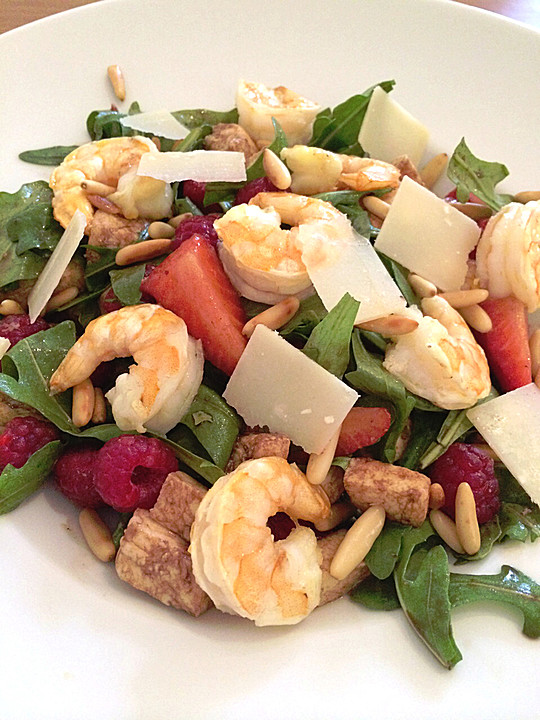 rucola salat mit shrimps und erdbeeren rezept mit bild. Black Bedroom Furniture Sets. Home Design Ideas