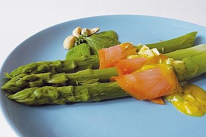 Grüner Spargel mit Lachs und Kräutervinaigrette