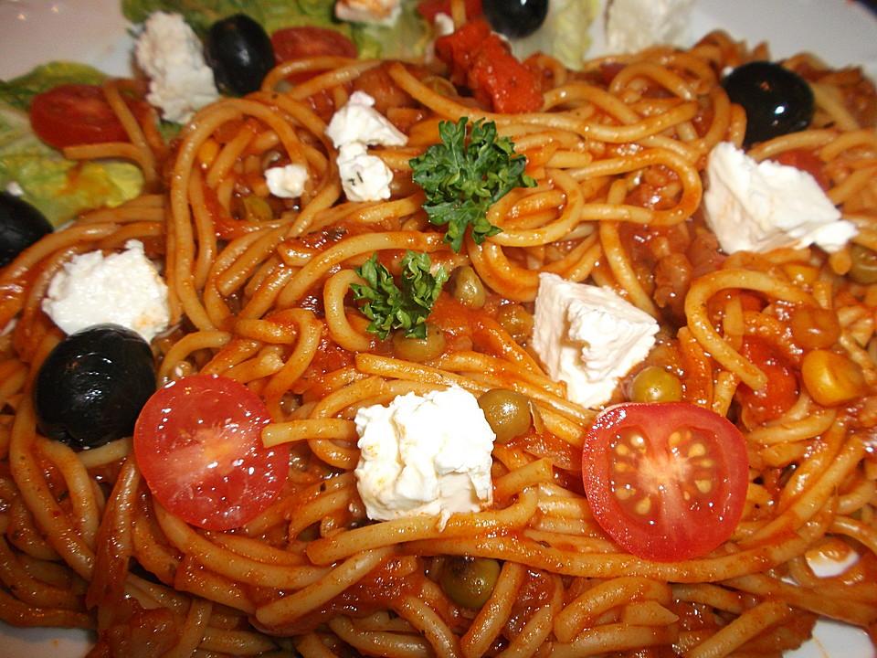 spaghetti mit oliven und kapern in tomatensauce mit feta von mcmoe. Black Bedroom Furniture Sets. Home Design Ideas