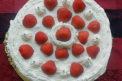 Erdbeertorte mit zarter Joghurtcreme 50