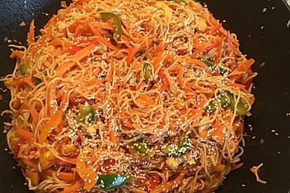 Asiatisch gebratene Nudeln süß - scharf, vegetarisch 19